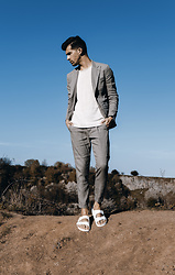 Dominik H. Mueller - Closed Linen Blazer, Closed Linen Trousers, Jack & Jones Off White Pullover, Birkenstock White - LINEN