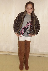 Eve Sakina - Teddy Faux Fur Vest, Monster High Outfits Sweat Shirt, Du Pareil Au Même White Leggings, Coco Beige Suede Thigh High Boots - Un look pour les grands froids ...