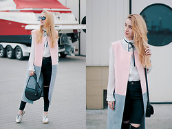 Anna Pogribnyak - Trempel Coat, Lapti Shoes, Chic Wish Blouse, Vagabond Bag - Monochrome + pastel pink