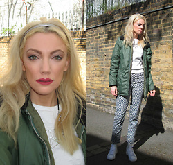 Roxanne Rokii - Vintage Army Coat, H&M White Geometric Sweat Ss16, H&M Navy Geometric Trousers Ss16, Rokii Silver Geometrci Necklace, River Island Mint S0cks 2014, Adidas Stan Smith 02.2016, Rokii Silver Headband - 20.04.2016 MUA for the UAL Chelsea College Arts Fashion Show