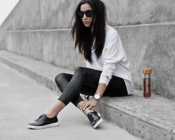 Kristina - Newchic White Blouse, Newchic Travel Leggings, Newchic Leather Loafers, Klasse14 Mesh Timepiece, Teatank Double Glass Tea Jar, Byron Body Teatox - Teatox and travel wear