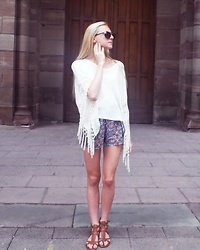 Ju - New Look Short, Hollister Blouse, Just Fab Shoes - Angel & Boho