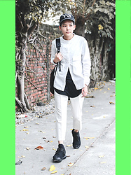 Kai Chi Lao - Y 3 Cap。, Uniqlo X Lemaire Lemaire。, Marc By Jacobs Bags。, Marc By Jacobs Watch。, Y 3 Shoes。 - ▲ #green #street #outfit #y-3 #leslook #black #& #white。▲