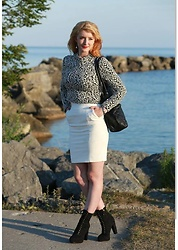 Amilie Harrison - H&M White Skirt, H&M Rose Crop Top, H&M Black Boots - White Roses