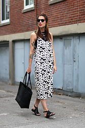 Anik L.R. - Forever 21 Floral Dress, Lowell Leather Tote Bag, Cartel Sandals - Spring daisies