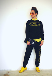 Jane Bond - Adidas Sneakers, Timewood Bamboo Watch, Primark Star Wars Joggers, Ray Ban Sunglasses - STAR WARS
