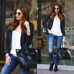 Larisa Costea -  - Airport outfit 4 Athens