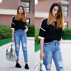 Melike Gül - Dealsale Shirt, Sheinside Girlfriend Jeans - BLCK AND BLUE