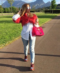 Zorione Arego - Valentino Sneakers, Hermès Handbag, Christian Dior Sunglasses - Pink and white