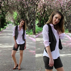 Enikő S. - H&M Shirt, King Street Fashionista Co Ordinates - Cherry Blossom