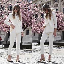 Livia Auer - Selfnation Jeans, Chanel Slingback Pumps, Ray Ban Ray Ban Round Metall, H&M White Blazer - Selfnation Jeans & Chanel Slingback Pumps