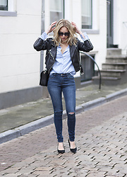 Lian G. - Modemusthaves Blouse, Modemusthaves Jeans, Alexander Wang Bag, Saint Laurent Sunglasses - Parisian without the book