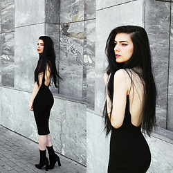 CLAUDIA Holynights - Na Kd Backless Dress, Solewish Boots - B a c k l e s s