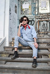 Bart Merks - Levi's® Vintage Shirt, Levi's® Vintage 512 Jeans, Dr. Martens Black Boots, Levi's® Red Scarf, Urban Outfitters Sunglasses - Denim days in Berlin.