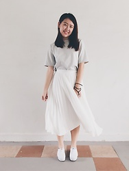 Lee Le - Runway Bandits Grey T Shirt, The Tinsel Rsck Pleated Midi Skirt, Keds White - Slate White