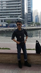 Aloy Chua - Ray Ban Aviators, Dkny Jeans Button Down, Dog Tag, Gap Blue Denims, Timberland Black Work Boots, Salvatore Ferragamo Tote - Dubai Dude.