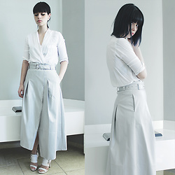 Lidia Zuin - Sheinside Light Grey Pu Leather Skirt, Romwe White Shirt, Datelli White Sandals - Her glowing hands cradled at my head