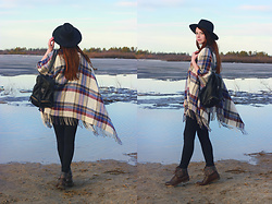 Anna Aleshina - Asos Cape, Monki Backpack, H&M Hat, Noisy May Jeans, New Look Boots - Check cape