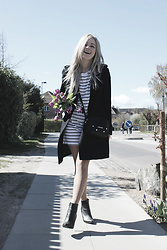 Joicy Muniz - H&M Dress, H&M Coat, Moschino Bag, H&M Boots - Stripes and Tulips