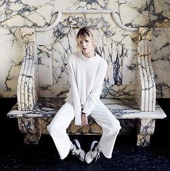 Ebba Zingmark - Shoes, Gina Tricot Knitt, Monki Pants, Daniel Wellington Warch - MARBLE HALL