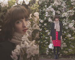 Lilian Larrañaga - Second Hand Store Vintage Blazer, Second Hand Store Vintage Dress, Capodarte Boots - Autumn & Flowers