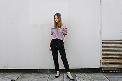 Alicja Szczepanska - Reserved Off Shoulder Top, Zara Black Pants, Zara Black Flats - FLOWER POWER