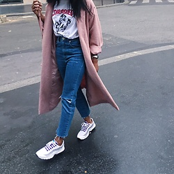 Aude-Julie Alingué - Asos Mom Jeans, Nike Air Max 95, Thrasher White Tee - ABOUT PINK