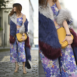 FromAmandaWithLove - Zara Gold Barely There Heeled Sandals, Coach Bag, River Island Faux Fur Patchwork Scarf, Asos 60s Jacquard Bralet, Asos Jacquard Culottes - Spring emotions