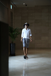 INWON LEE - Byther Two Mixed Colors Fedora Hat, Byther Pleated White Linen Formal Shirts, Byther Distinctive Pattern Rope Detail Shorts - Cozy Atmosphere