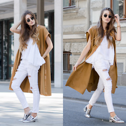 Lisa Fiege - Vic Matié Loafer, Replay Boyfriend Jeans, Replay Top, Vintage Vest - WHITE & CAMEL | THELFASHION.COM