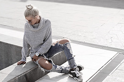 Krist Elle -  - Knitted sweater and ripped jeans