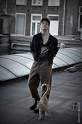 Joan Ferré Gómez - Vintage Jean Jacket, H&M T Shirt, Vintage Trousers - Cat on a Rotterdam roof