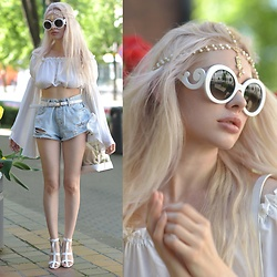 Meda Motisan - Zara Bag, Jessica Buurman Sandals, Zerouv Sunnies - The flared top
