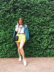 Victoria Kozakevych - Stradivarius Jeans Coat, Cubus Highwasted Shorts, Parfois Crossbody Bag, Converse White Sneakers, Bershka Croptop - Summer vibes