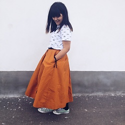 Cristiana Ancuta - H&M Midi Skirt, Pull & Bear Eyes On You, Converse - Birthday