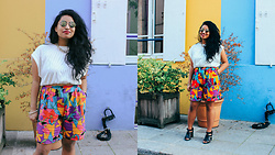Dizzy Gil - Thrift Short, Runway Bandit White Top - Colorful in Paris
