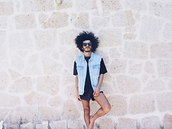 Marco Moura - Zara Swim Shorts, Bershka Denim, H&M T Shirt, Pull & Bear Sunglasses - Pool day