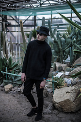 Alex Boyko - Stussy Bucket Hat, St. Louis Black Sunglasses, Bershka Assymetric Long Sweatshirt, Zara Basic Trousers, Nike Kaishi Triple Black - Cactuses