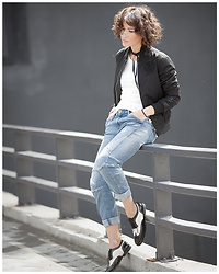 Galant-Girl Ellena - G Star Raw Black Bomber, Church's Brogues - G-Star Look.