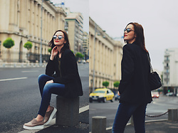 Andreea Birsan - Mango Black Blazer, Zara Khaki Tshirt, Christian Dior So Real Sunglasses, Denim International Skinny Jeans, Nude Shoes - The black blazer tales