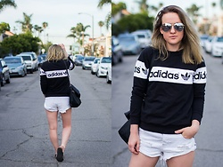 Jenaly Enns - Adidas Sporty Sweatshirt, One Teaspoon Bandit Shorts - Travel Style - Adidas and One Teaspoon
