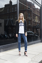 Karolina Gespucci - Floating Style Blazer, Monki Jeans, Cos Heels - Business Casual