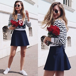 Livia Auer - Ray Ban Ray Ban Round Metal, Lacoste Striped Rose Printed Sweater, Lacoste Skirt, Adidas White Sneakers - Lacoste & Roses