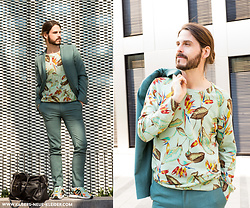 Maik - Topman Suit, Scotch & Soda Shirt, Adidas - Business look with flowers