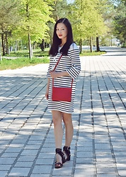 Sun Zibar - Maje Breton Striped Dress, Céline Trio Bag, Isabel Marant Jearyn Sandals - Betron stripes- nautical