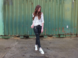 OH ANNE (BLOGGER) - Promod Blouse, Zara Pant, Adidas Sneaker - BIKER PANT & ADIDAS SUPERSTARS