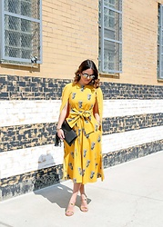 Jenn Lake - Ann Taylor Pineapple Dress, Tory Burch Gold Sandals, Gigi New York Black Clutch, Illesteva Sunglasses, Halogen Yellow Cardigan - Pineapple Dress