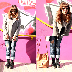 Zaira D'urso - Wholesalbuying Wholesalebuying Grey Coat, Vintage Bag, Dr. Martens Dr Black Shoes - UNDERGROUND