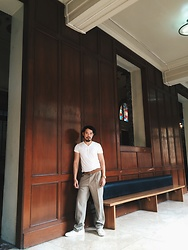 Jernih Agapito - Bench Camiso De Chino, Cotton On Brown Leather, Marks & Spencer Slacks, Milanos White - Art Rush