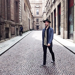 Davide Peretti - Borsalino Hat, Cos Cardigan, H&M Shirt, H&M T Shirt, Cheap Monday Jeans, Vans Shoes - Maggio